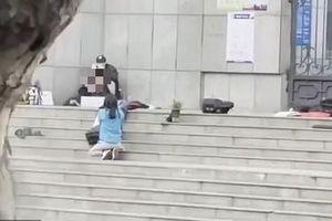Cảnh sát Trung Quốc bắn chết kẻ kề dao vào cổ học sinh