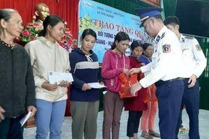 Hải đoàn 21 tặng quà Tết các gia đình chính sách, hộ nghèo tại Bắc Trà My