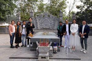 Đoàn phim Kiều @ viếng mộ Nguyễn Du