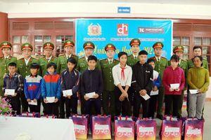 Mang yêu thương đến vùng cao Quảng Nam