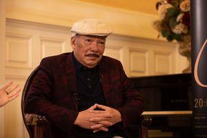 Nhạc sĩ Trần Tiến hát 'Không gục ngã' sau tin đồn qua đời vì bạo bệnh