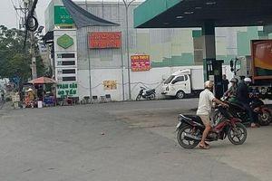 Nhóm đi ô tô nổ súng bắn nhiều phát vào cây xăng ở Sài Gòn