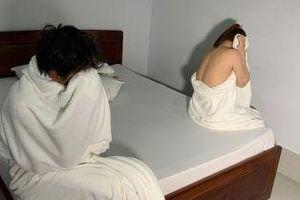 Bắt quả tang 2 cô gái bán dâm cho khách trong nhà nghỉ: Giá 'đi khách' 600.000 đồng/ lần