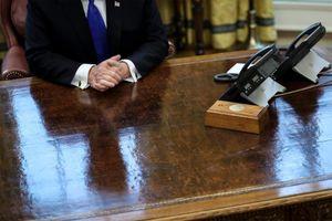 Tổng thống Biden loại bỏ nút gọi nước ngọt của ông Trump trên bàn làm việc