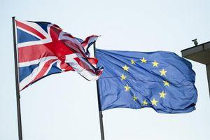 Anh, EU tranh cãi nảy lửa vì địa vị đại sứ ngoại giao