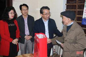 Chủ nhiệm Ủy ban Kiểm tra Tỉnh ủy chúc tết gia đình chính sách tại Thạch Hà