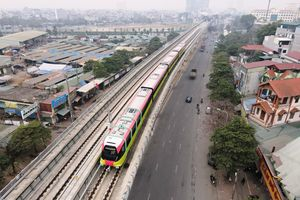 Cận cảnh đoàn tàu metro Nhổn-ga Hà Nội lăn bánh chạy thử nghiệm