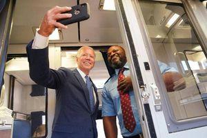 Tân Tổng thống Mỹ Joe Biden và những chuyến tàu đầy cảm xúc