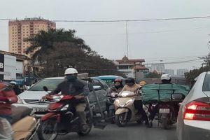 Hà Nội: Điều kiện thời tiết khiến chất lượng không khí chạm ngưỡng xấu