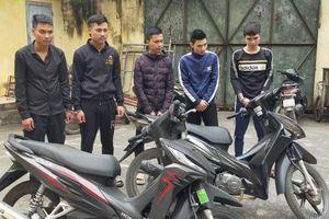 Thanh Hóa: Bắt nhóm đối tượng sử dụng súng, dao kiếm đuổi chém nhau trên đường