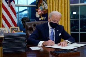 Tổng thống Joe Biden xuống tay gạt hết quan chức thời ông Trump