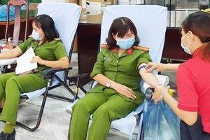 Tuổi trẻ Công an tỉnh Sóc Trăng hiến máu cứu người