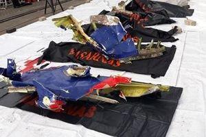 Nghi vấn lỗi thiết bị khiến máy bay Indonesia rơi xuống biển