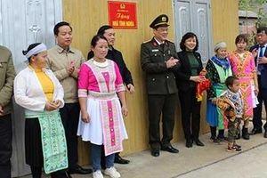 Bàn giao 60 nhà cho hộ nghèo ở huyện Hà Quảng, Cao Bằng
