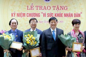 Trao Kỷ niệm chương 'Vì Sức khỏe nhân dân' cho các đồng chí Văn phòng TW Đảng và các Ban xây dựng Đảng của TW