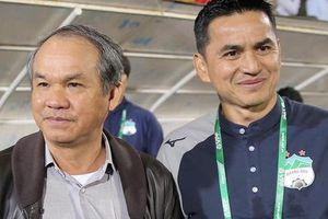Kiatisuk thắng, bầu Đức cười và tấm thẻ đỏ 'may mắn' từ trung vệ U22 Việt Nam