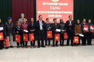 Tặng quà Tết cho Cơ sở bảo trợ xã hội và người nghèo tỉnh Bắc Giang
