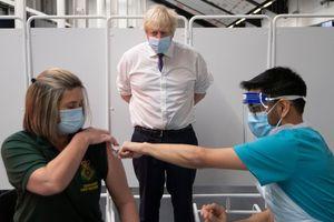 Phát hiện mới về biến chủng SARS-CoV-2 ở Anh