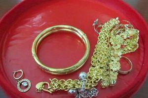Cô dâu bị trộm vàng trong ngày cưới