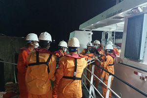 Cứu nạn khẩn cấp thuyền viên bị tai nạn lao động, hôn mê trên biển