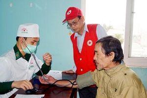 BĐBP tỉnh Bình Định khám bệnh và trao quà Tết tặng người dân