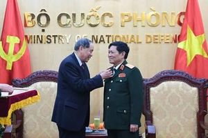 Trao Kỷ niệm chương 'Vì nạn nhân chất độc da cam' tặng Đại tướng Ngô Xuân Lịch