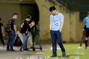 Bại trận trước Bình Định, CLB Sài Gòn đổ thừa... mặt sân