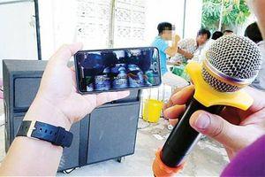 Lắp cách âm vẫn chịu thua hàng xóm hát karaoke xuyên tết
