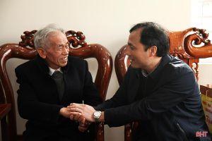 Bí thư Tỉnh ủy Hoàng Trung Dũng thăm hỏi gia đình chính sách nhân dịp tết Nguyên đán