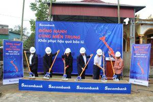 Sacombank hỗ trợ 8,2 tỷ đồng cho miền Trung tái thiết cuộc sống