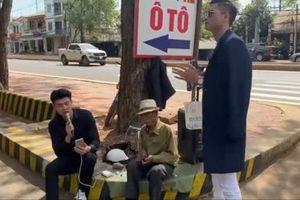 Clip: Quốc Trường ngẫu hứng hát 'Tình bơ vơ' ngay giữa đường phố