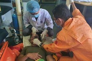 Cứu nạn kịp thời thuyền viên tàu cá gặp tai nạn lao động trên biển
