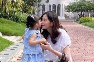 Hoa hậu Đặng Thu Thảo nhận cái kết 'đắng lòng' khi cho con gái mượn đồ trang điểm