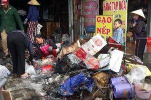 Cháy cửa hàng tạp hóa lúc rạng sáng, nhiều hàng Tết bị thiêu rụi