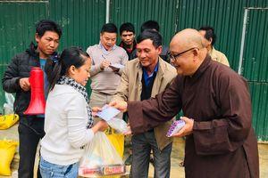 Nghệ An: Chùa Đông Yên trao quà tết tại xã Tiền Phong