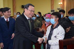 Phó Chủ tịch Quốc hội Phùng Quốc Hiển thăm và tặng quà Tết Nguyên đán Tân Sửu tại Yên Bái