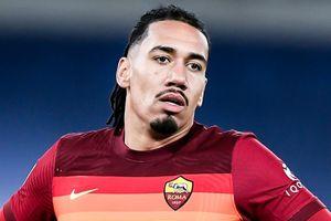 Roma suýt trả giá vì sai lầm của cựu hậu vệ MU