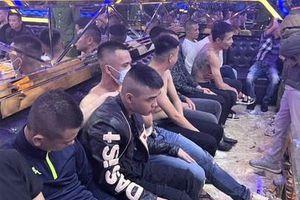 30 người bay lắc trong quán karaoke