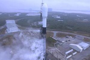 SpaceX hoãn phóng cùng lúc 143 vệ tinh