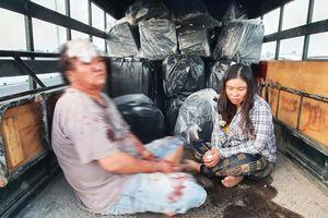 Bắt hai đối tượng vận chuyển 14.000 gói thuốc lá lậu