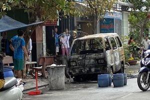 TP HCM: Nhiều người hoảng loạn khi thấy lửa nuốt chửng ôtô