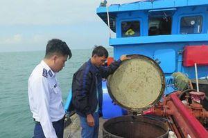 Vùng cảnh sát biển 2 bắt giữ tàu chờ dầu không có giấy tờ hợp pháp
