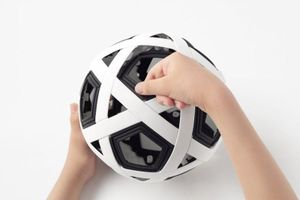 Nhật Bản chế tạo quả bóng đá lắp ghép từ... 54 thanh riêng lẻ