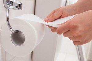 Sau tiểu tiện, phụ nữ có nên lấy giấy lau vùng kín?