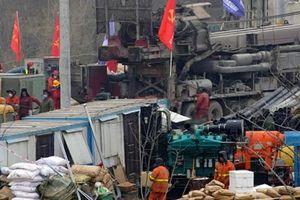 Trung Quốc giải cứu 11 thợ mỏ mắc kẹt 14 ngày dưới lòng đất
