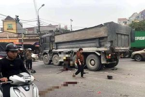 Tông ô tô tải, 2 người ngồi trên xe máy tử vong