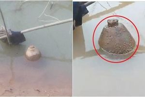 Hà Tĩnh: Phát hiện bom 'khủng' còn nguyên kíp nổ khi thi công mố cầu