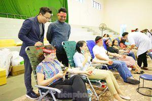 Chủ nhật Đỏ ở Tây Nguyên: Đến hiến máu sớm để kịp về làm lễ ăn hỏi