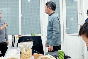Nghệ sĩ Vân Dung chia sẻ hình ảnh bữa ăn 'đạm bạc' của các Táo