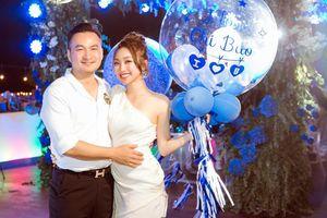 Bạn gái kém 16 tuổi mừng sinh nhật diễn viên Chi Bảo: Khó khăn, sóng gió vẫn luôn được cùng anh
